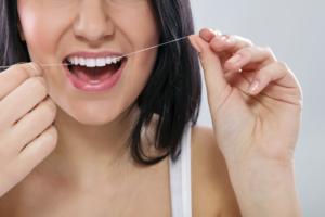 https://anooshafifidds.com/wp-content/uploads/2017/08/woman-flossing-gum-disease-300x200.jpg